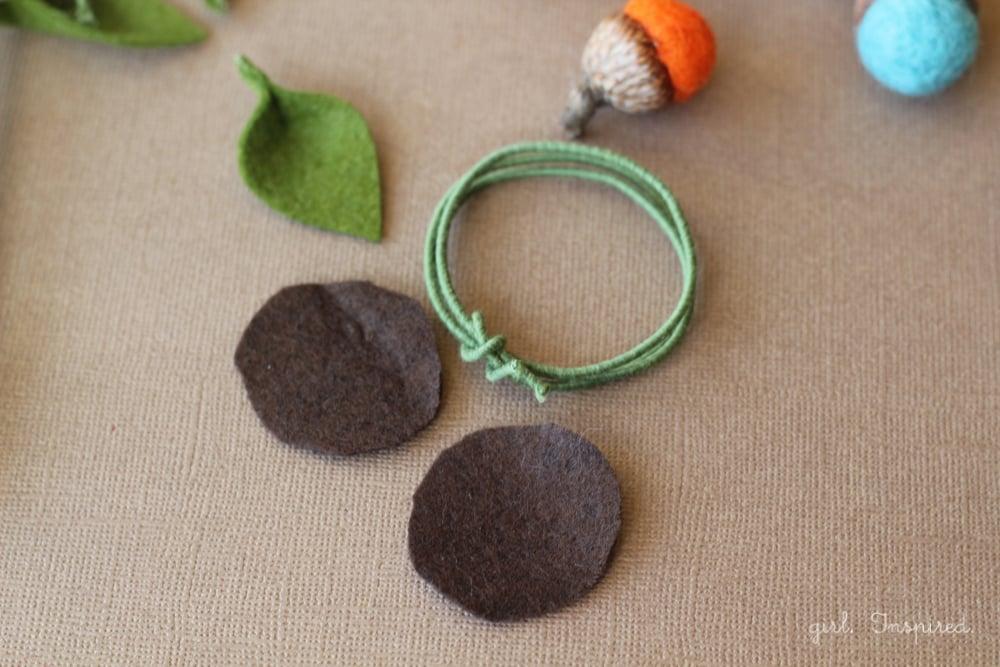 Autumn Acorn Napkin Rings #DIY #turkeytablescapes