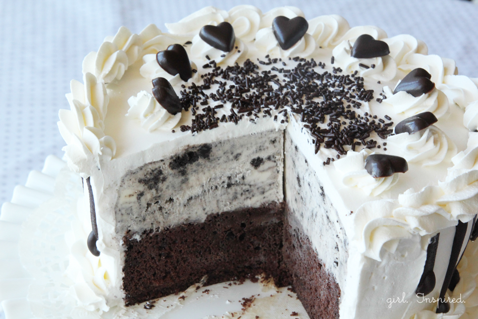 Easy Two-Ingredient Ice Cream Cake Recipe