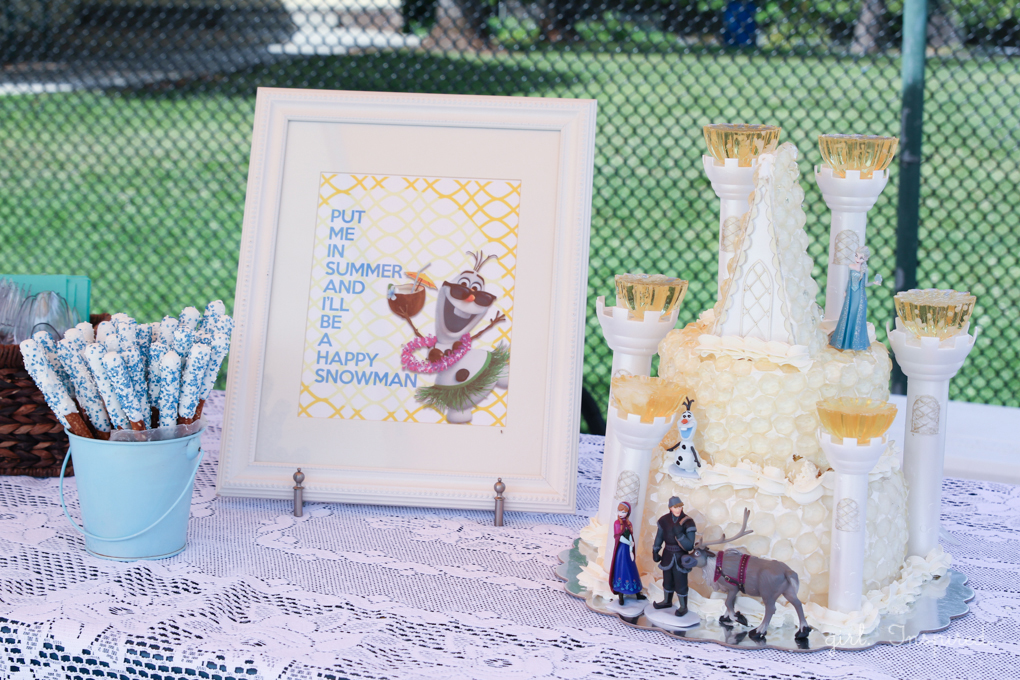 Table Display for Frozen Birthday Party