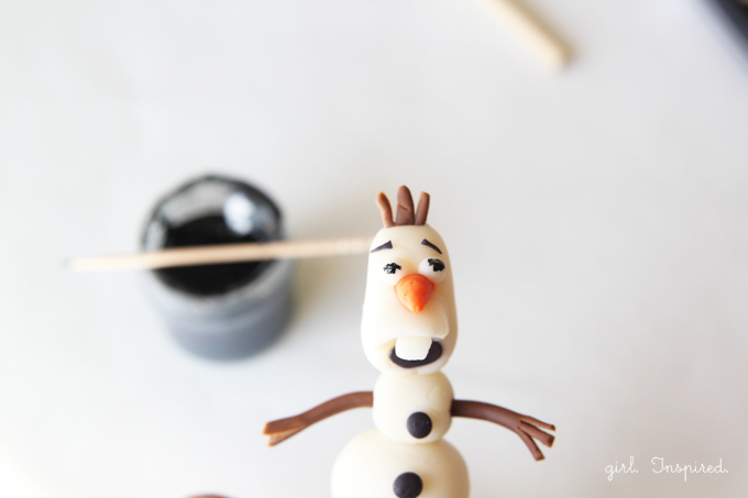 How to make Olaf Cupcake Toppers
