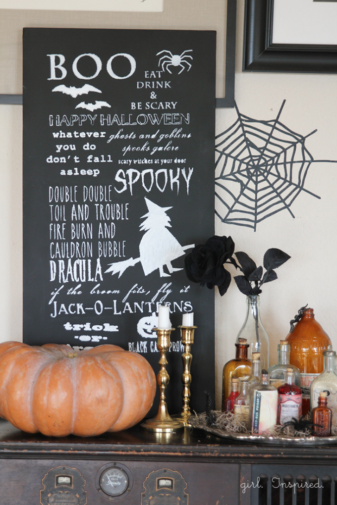 Halloween Chalkboard Sign + free image/printable