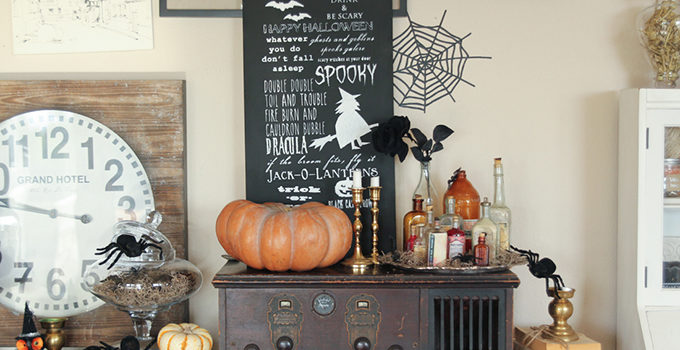 Halloween Chalkboard Sign and Cricut Explore Giveaway!!