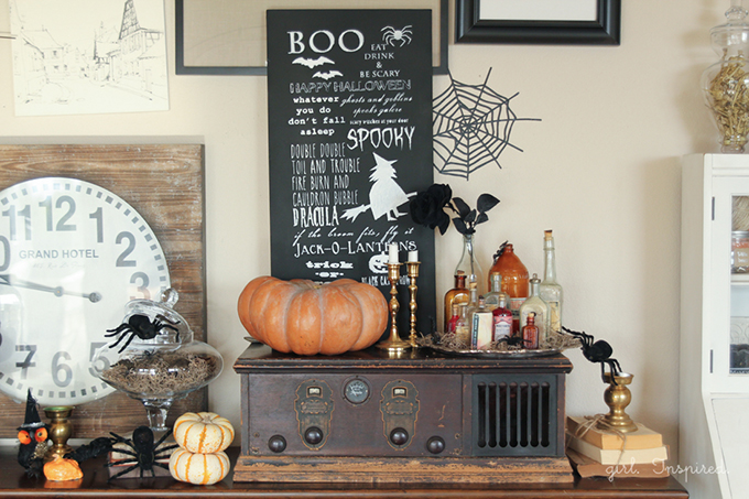 Halloween Chalkboard Sign and Cricut Explore Giveaway