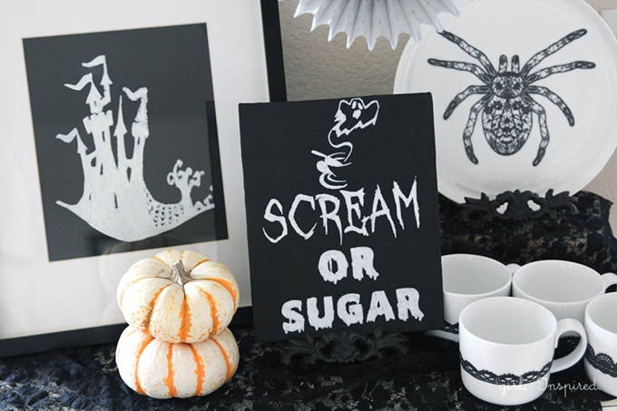 Shriek to Chic Halloween Party Decor - free printables, easy decor ideas #DIY4Halloween