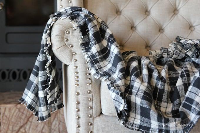How to make a fringed polar fleece blanket