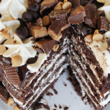 Peanut Butter Chocolate Layer Cake - a peanut butter lovers' dream cake! Layers of fluffy chocolate cake, creamy peanut butter buttercream, and rich chocolate ganache!