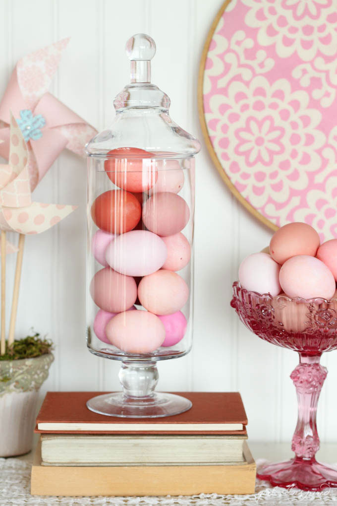 Monochromatic Easter Eggs - easily make beautiful monochromatic eggs to display year after year!