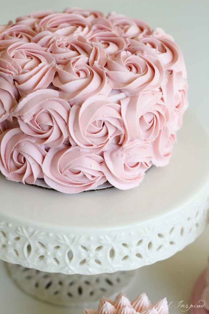 Simple Cake Decoration Images : Simple and Stunning Cake Decorating Techniques - girl ...