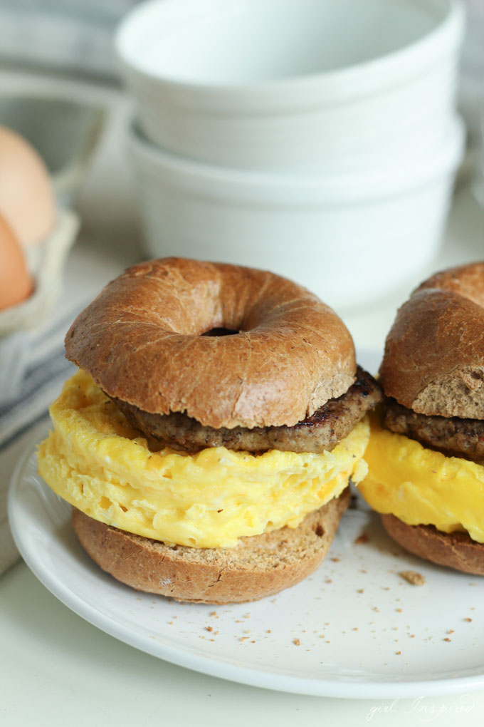Instant Breakfast Sandwiches - make a healthy, 200-calorie breakfast in just TWO MINUTES! Serious game changer!