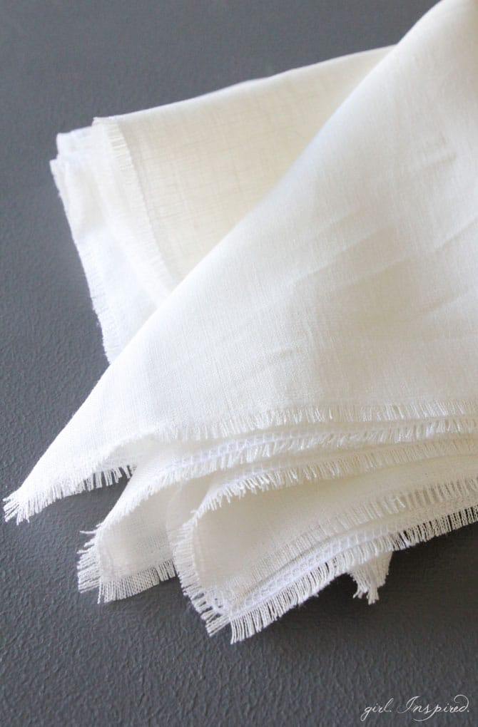 Gorgeous DIY Linen Fringe Napkins for your Thanksgiving table!