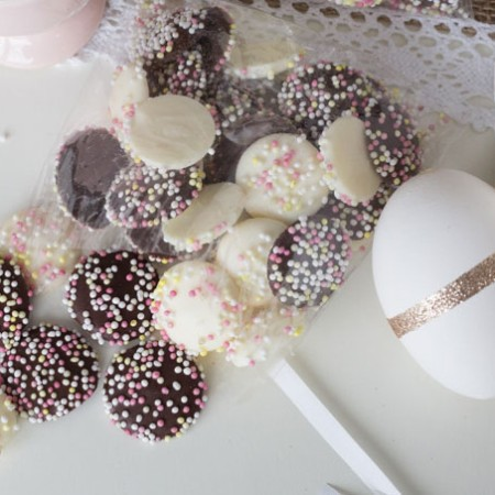 Make a little bag of these easy Easter Candies!!