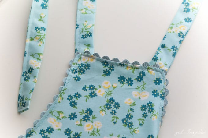 Children's Charming Apron Pattern